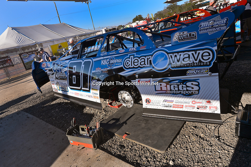 Feb 17, 2014; 4:29:32 PM;  Barberville, FL, USA;  World of Outlaws Late Model Series for 43rd Annual DIRTcar Nationals presented by Summit Racing Equipment at Volusia Speedway Park.  Mandatory Credit: (thesportswire.net)