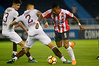 BARRANQUIILLA - COLOMBIA, 24-07-2018: James Sanchez Altamiranda (Der) del Atlético Junior de Colombia disputa el balón con Luis Herrera y Tomas Belmonte (Izq) jugadores de Lanús de Argentina durante partido de la segunda fase, llave 13, por la Copa CONMEBOL Sudamericana 2018 jugado en el estadio Metropolitano Roberto Meléndez de la ciudad de Barranquilla. / James Sanchez Altamiranda (R) player of Atlético Junior of Colombia struggles the ball with Luis Herrera and Tomas Belmonte (L) player of Lanus of Argentina during match of the second phase, key 13, for the Copa CONMEBOL Sudamericana 2018played at Metropolitano Roberto Melendez stadium in Barranquilla city.  Photo: VizzorImage / Alfonso Cervantes / Cont