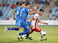 Getafe's Mehdi Lacen (l), Roberto Lago (c) and Almeria's Rodri (l)  during La Liga match.August 23,2013. (ALTERPHOTOS/Victor Blanco)