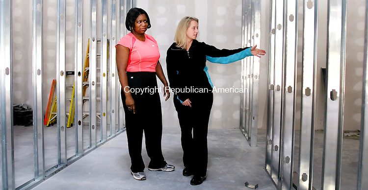 MIDDLEBURY, CT 01 December 2008-010109SV05--From left, Linda Clemons and Kimberly Johnston owners of a new women's only gym check out where the locker room will go at the Middlebury Edge building on Straits Turnpike in Middlebury Thursday.<br /> Steven Valenti Republican-American