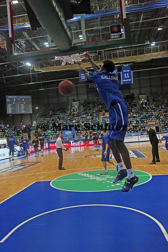 Dunking von Neuzugang Ramon Galloway (Skyliners) - Fraport Skyliners vs. Telekom Baskets Bonn, Fraport Arena Frankfurt