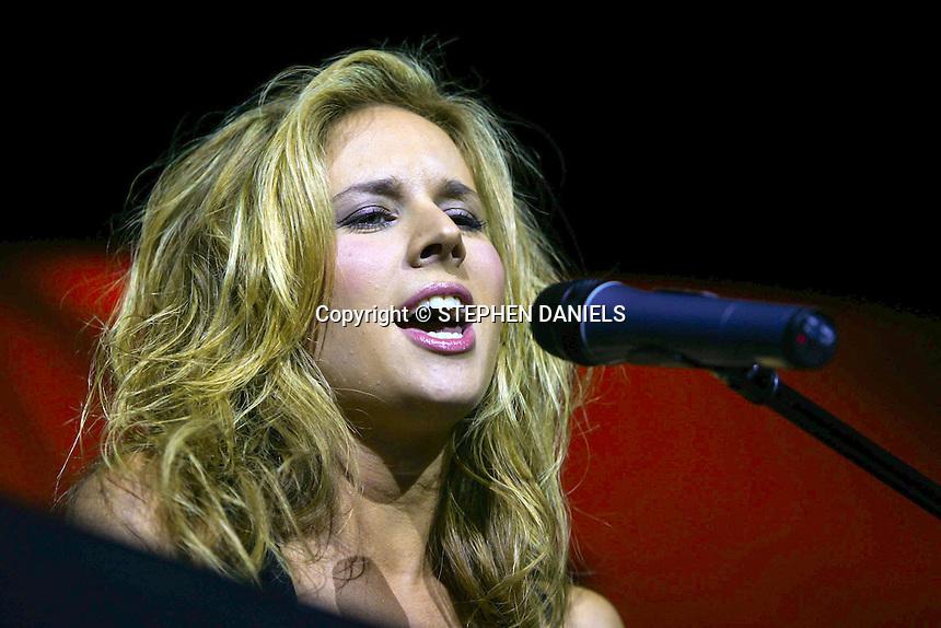 PHOTO BY © STEPHEN DANIELS 16.10.2005<br /> LUCIE SILVAS PLAYING AT BLACKFIARS ART CENTRE, BOSTON, LINCS.