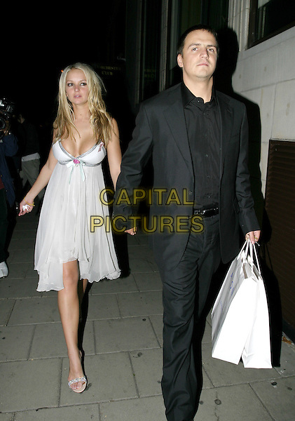JENNIFER ELLISON & TONY RICHARDSON.TV Quick Awards 2004 At The Dorchester, London, W1.September 6th, 2004.full length, boyfriend, couple, white dress, plunging neckline, cleavage, goody bag, flowing, black suit.www.capitalpictures.com.sales@capitalpictures.com.© Capital Pictures.