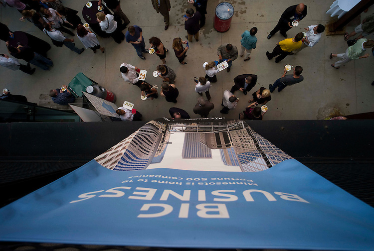 MINNEAPOLIS, MN - Aug. 30: A banner advertising that Minnesota is home to 19 Fortune 500 companies hangs above the crowd at the 2008 Republican National Convention media party in the Minneapolis Riverfront District.  (photo by Scott J. Ferrell/Congressional Quarterly Inc.)