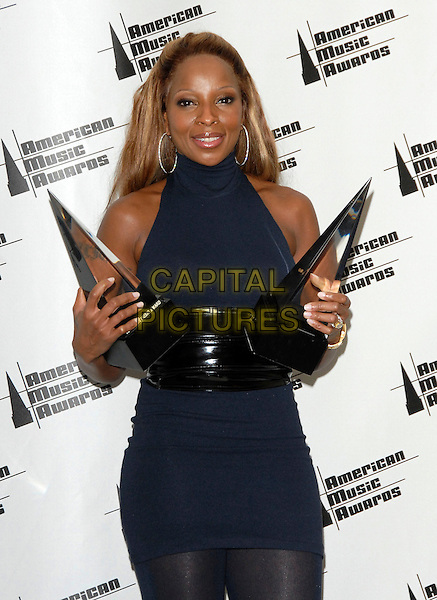 MARY J. BLIGE.The 34th Annual American Music Awards held at The Shrine Auditorium in Los Angeles, California, USA. - Pressroom..November 21st, 2006.half length black blue award trophy dress tattoo belt.CAP/DVS.©Debbie Van Story/Capital Pictures