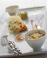 """Europe/France/Provence-Alpes-Côte d'Azur/13/Bouches-du-Rhône/Marseille: recette de Gérald Passédat chef du restaurant """"Le Petit Nice"""", l'oursin dans tous ses états"""