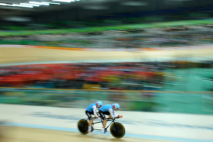 Daniel Chalifour and his pilote Jean-Michel Lachance compete in the Para-Cycling qualification 4000m individual Pursuit at the Rio 2016 Paralympic Games (Photo by Jean-Baptiste Benavent/Canadian Paralympic Committee.