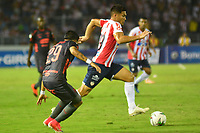 BARRANQUILLA- COLOMBIA, 8-12-2018: Teófilo Gutiérrez (Der.) jugador del Atlético Junior  disputa el balón con Sebastian Macias (Izq.) jugador del Independiente Medellín  durante el primer  partido de la final  de la Liga Águila II 2018 jugado en el estadio Metropolitano Roberto Meléndez de la ciudad de Barranquilla. / Teofilo Gutierrez  (R) player of Atletico Junior  fights for the ball with Sebastian Macias (L) player of Independiente Medellin during the first leg match Liga Aguila II 2018 played at the Metropoltano Roberto Melendez Stadium in Barranquilla  city. Photo: VizzorImage / Alfonso Cervantes / Contribuidor