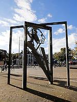 Nederland Den Haag 2015 09 27.  Monument voor Willem Drees. Danzij deze PVDA politicus werd de AOW ingevoerd
