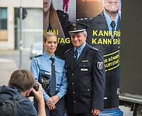"""Vorstellung der Imagekampagne """"Wir koennen Hauptstadt"""" der Berliner Polizei am Montag den 19. August 2019.<br /> Im Bild vlnr.: Polizeiobermeisterin Katja Kinzel. Sie stand Modell fuer das Motiv """"Kann 1. Mai - Kann 1. Schultag"""" und Polizeihauptkommissar Thomas Muecke; er stand Modell fuer das Motiv """"Kann Frueh - Kann Spaeti"""".<br /> 19.8.2019, Berlin<br /> Copyright: Christian-Ditsch.de<br /> [Inhaltsveraendernde Manipulation des Fotos nur nach ausdruecklicher Genehmigung des Fotografen. Vereinbarungen ueber Abtretung von Persoenlichkeitsrechten/Model Release der abgebildeten Person/Personen liegen nicht vor. NO MODEL RELEASE! Nur fuer Redaktionelle Zwecke. Don't publish without copyright Christian-Ditsch.de, Veroeffentlichung nur mit Fotografennennung, sowie gegen Honorar, MwSt. und Beleg. Konto: I N G - D i B a, IBAN DE58500105175400192269, BIC INGDDEFFXXX, Kontakt: post@christian-ditsch.de<br /> Bei der Bearbeitung der Dateiinformationen darf die Urheberkennzeichnung in den EXIF- und  IPTC-Daten nicht entfernt werden, diese sind in digitalen Medien nach §95c UrhG rechtlich geschuetzt. Der Urhebervermerk wird gemaess §13 UrhG verlangt.]"""