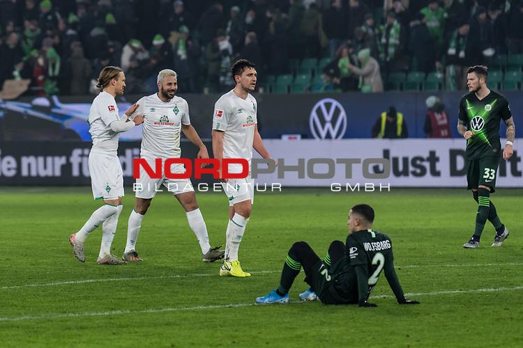 01.12.2019, Volkswagen Arena, Wolfsburg, GER, 1.FBL, VfL Wolfsburg vs SV Werder Bremen<br /> <br /> DFL REGULATIONS PROHIBIT ANY USE OF PHOTOGRAPHS AS IMAGE SEQUENCES AND/OR QUASI-VIDEO.<br /> <br /> im Bild / picture shows<br /> Michael Lang (Werder Bremen #04), <br /> Claudio Pizarro (Werder Bremen #14), <br /> Milos Veljkovic (Werder Bremen #13), bejubeln Sieg, <br /> William (VFL Wolfsburg #02), <br /> Daniel Ginczek (VfL Wolfsburg #33) enttäuscht, <br /> <br /> Foto © nordphoto / Ewert