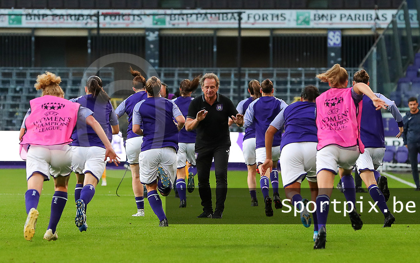 20190912 - Anderlecht , BELGIUM : Anderlecht's trainer Patrick Wachel is pictured during the warm up before he female soccer game between the Belgian Royal Sporting Club Anderlecht Dames  and BIIK Kazygurt from Shymkent in Kazachstan, this is the first leg in the round of 32 of the UEFA Women's Champions League season 2019-20120, Thursday 12 th September 2019 at the Lotto Park in Anderlecht , Belgium. PHOTO SPORTPIX.BE | SEVIL OKTEM
