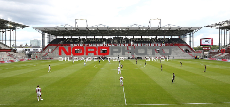 nph00001  17.05.2020 --- Fussball --- Saison 2019 2020 --- 2. Fussball - Bundesliga --- 26. Spieltag: FC Sankt Pauli - 1. FC Nürnberg ---  DFL regulations prohibit any use of photographs as image sequences and/or quasi-video - Only for editorial use ! --- <br /> <br /> Mannschaften im leeren Stadion vor Anpfiff <br /> <br /> Foto: Daniel Marr/Zink/Pool//via Kokenge/nordphoto