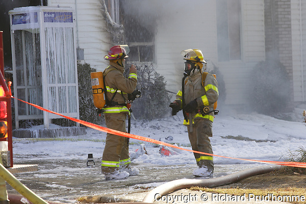 a fire heavily damages an old  building containing the Bar du Village on the main street in Sainte-Beatrix, Lanaudiere area of Quebec. The fire stated a little after 1 pm, St-Alphonse-Rodriquez and Saint-Jean-de-Matha fire deparments were also called in to help combat the fire