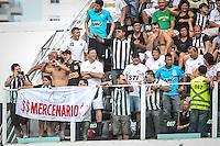ATENÇÃO EDITOR: FOTO EMBARGADA PARA VEÍCULOS INTERNACIONAIS SANTOS,SP,03 FEVEREIRO 2013 - CAMPEONATO PAULISTA - SANTOS x SÃO PAULO  - Torcedores do Santos  durante partida Santos x São Paulo válido pela 05º rodada do Campeonato Paulista no Estádio Urbano Caldeira (Vila Belmiro) na tarde deste domingo (03).FOTO: ALE VIANNA -BRAZIL PHOTO PRESS).