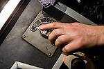 The hand of the engine driver at the gearstick. | Die Hand des Lokführers am Schalthebel.
