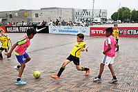 Nederland -  Amsterdam  2017.   Sportdag in de Bijlmer. Straatvoetbal toernooi.    Foto Berlinda van Dam / Hollandse Hoogte