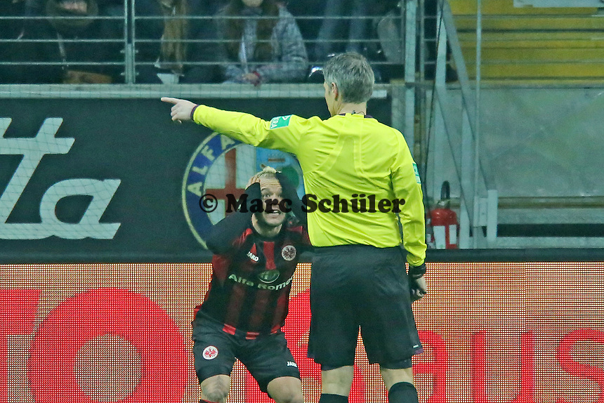 Schiedsrichter Michael Weiner gibt Ecke statt Handelfmeter, Stephan Schroeck (Eintracht) ist entsetzt - Eintracht Frankfurt vs. FC Augsburg