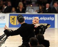 Tanz-WM 2010 - Profi Standard Kür - WDC World Championships Dance Show Standard - (18.12.2010 in Leipzig / Neue Messe) - im Bild: Feature Tanz Weltmeisterschaft Tanzpaar. Foto: Norman Rembarz ..Credits:.Norman Rembarz , Autorennummer 41043728 , Augustenstr. 2, 04317 Leipzig, Tel.: 01794887569, Hypovereinsbank: BLZ: 86020086, KN: 357889472, St.Nr.: 231/261/06432 - Jegliche kommerzielle Nutzung ist honorar- und mehrwertsteuerpflichtig! Persönlichkeitsrechte sind zu wahren. Es wird keine Haftung übernommen bei Verletzung von Rechten Dritter. Autoren-Nennung gem. §13 UrhGes. wird verlangt. Weitergabe an Dritte nur nach  vorheriger Absprache..Online Nutzung ist seperat kostenpflichtig !!!!
