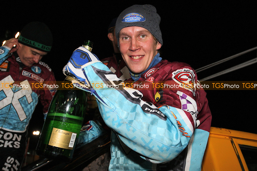 Kauko Nieminen of Lakeside celebrates victory in the KO Cup Final - Coventry Bees vs Lakeside Hammers - Elite League Speedway Knockout Cup Final 2nd Leg at Brandon Stadium - 23/10/09 - MANDATORY CREDIT: Gavin Ellis/TGSPHOTO - Self billing applies where appropriate - Tel: 0845 094 6026