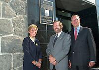 10 Sept 2002, Montreal, Quebec, Canada<br /> <br /> Louise Beaudoin, Ministre Responsable de la Francophonie, (G)<br /> Docteur Jean LÈveillÈ, PrÈsident de l'AMLFC (M) et <br /> GÈrald Tremblay, Maire de MontrÈal (D)<br /> dÈvoilent la plaque cÈlÈbrant le centenaire de l'AMLFC :<br /> L'Association des MÈdecins de Langue Francaise du Canada, le 10 sept 2002, devant les bureaux de l'AMLFC, boulevard St-Laurent, MontrÈal, CANADA