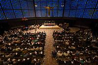 """Friedenslicht von Bethlehem kommt als Zeichen gegen Terror und Gewalt nach Berlin.<br /> Die Kaiser-Wilhelm-Gedaechtnis-Kirchengemeinde empfing am dritten Adventssonntag das Friedenslicht von Bethlehem. Mehr als 500 Pfadfinderinnen und Pfadfinder brachten das Licht in die Kirche, wo es mit einem oekumenischen Gottesdienst empfangen wurde. Die Gedaechtniskirche wurde von den Pfadfinderverbaenden als Ort fuer die Uebergabe des Lichtes ausgewaehlt, um kurz vor dem Jahrestag des Anschlags auf dem Breitscheidplatz ein Zeichen gegen Terror und Gewalt zu setzen. <br /> Das Licht wird bei den Gedenkandachten und -veranstaltungen am 19. Dezember 2017, dem Jahrestag des Anschlags, als Quelle aller Kerzenflammen, z.B. auch bei der Lichterkette am Abend dienen.<br /> Das Friedenslicht ist eine Initiative des Oesterreichischen Rundfunks (ORF). Es wird seit 1986 in der Geburtsgrotte Jesu in Bethlehem von einem Kind entzuendet und nach Wien gebracht. Als Symbol fuer den Wunsch nach Frieden und der Sehnsucht nach einer gerechten und solidarischen Welt tragen Pfadfinderinnen und Pfadfinder das Licht am dritten Advent in ihre Heimatlaender. In Deutschland steht die diesjaehrige Friedenslichtaktion unter dem Motto: """"Auf dem Weg zum Frieden"""".<br /> In der Kaiser-Wilhelm-Gedaechtnis-Kirche wird das Friedenslicht bis zum Ende der Weihnachtszeit in einer Leuchte an einem zentralen Ort brennen. An der Flamme kann jeder eine Kerze entzuenden und das Licht auf diese Weise an andere Menschen weitergeben – beispielsweise in Kirchengemeinden oder Schulen.<br /> 17.12.2017, Berlin<br /> Copyright: Christian-Ditsch.de<br /> [Inhaltsveraendernde Manipulation des Fotos nur nach ausdruecklicher Genehmigung des Fotografen. Vereinbarungen ueber Abtretung von Persoenlichkeitsrechten/Model Release der abgebildeten Person/Personen liegen nicht vor. NO MODEL RELEASE! Nur fuer Redaktionelle Zwecke. Don't publish without copyright Christian-Ditsch.de, Veroeffentlichung nur mit Fotografennennung, sowie gegen"""