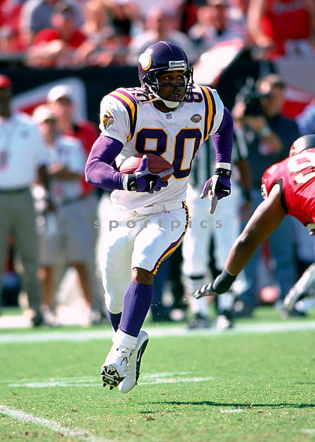 Minnesota Vikings, Cris Carter (80) in action against the Chicago Bears on September 23, 2001 at Solder Field in Chicago, IL.  The Bears beat theVikings 17-10.