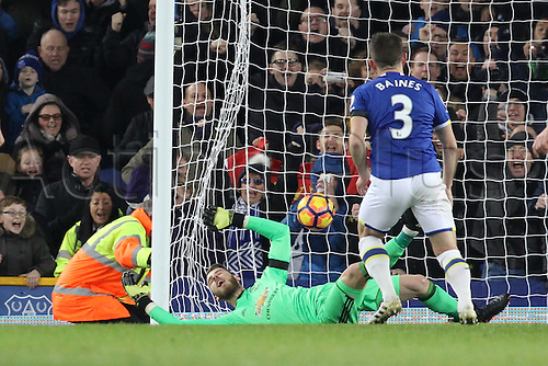 04.12.2016. Goodison Park, Liverpool, England. Premier League Football. Everton versus Manchester United. Leighton Baines of Everton looks on as his penalty beats David De Gea, Manchester United goalkeeper to level the score at 1-1.
