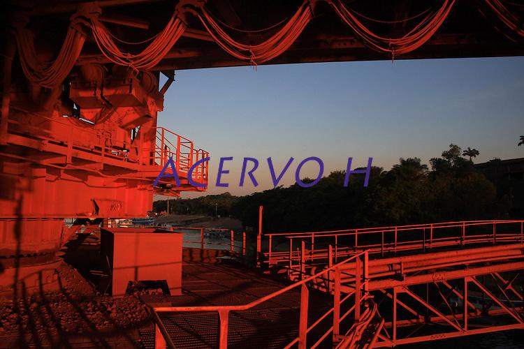 Produção de bauxita, mina, arredores e porto.<br /> Trombetas, Pará, Brasil<br /> ©Ana Mokarzel<br /> 11/2012