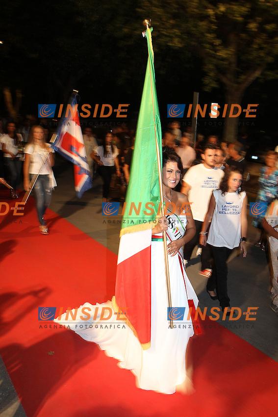 Montecatini Terme 25/8/2011.Le ragazze finaliste di Miss Italia 2011 sfilano nel centro della città.Francesca Testasecca.Foto Insidefoto Paolo Nucci
