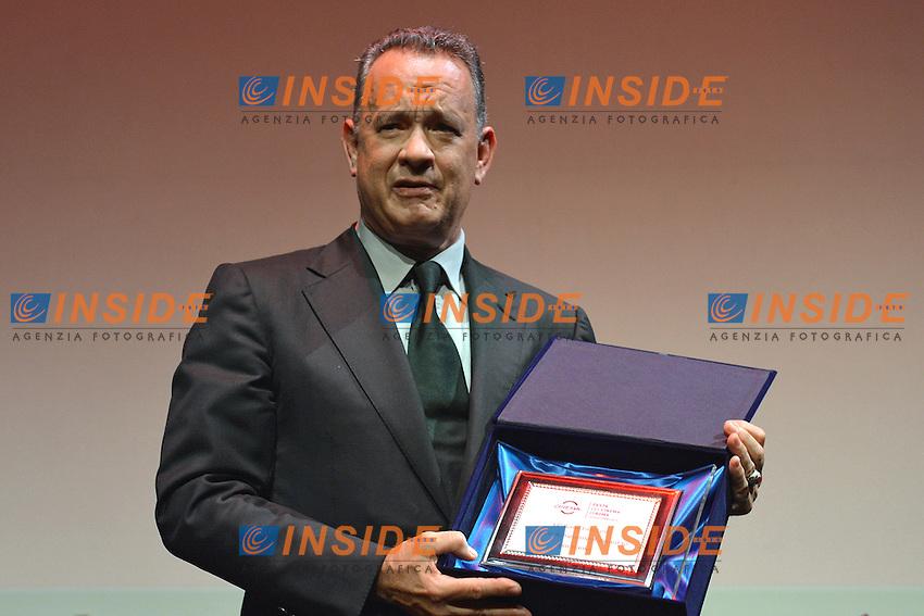 Tom Hanks e Claudia Cardinale<br /> Roma 13-13-2016. Festa del Cinema di Roma XI edizione. Premio alla carriera a Tom Hanks<br /> Rome 13th October 2016. Rome Film Fest XI edition. Prize to careers for Tom Hanks<br /> Foto Massimiliano Rocchi/Pool/Insidefoto