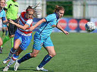 Famkes Westhoek Merkem Diksmuide - Club Brugge Dames A :  Ellen Martens (links) in duel met Laura Delheye (r) <br /> Foto David Catry | VDB | Bart Vandenbroucke