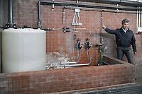 - acquedotto di Milano, impianto per il pompaggio dalla falda acquifera, disinfezione tramite cloro (clorazione)<br /> <br /> - aqueduct of Milan, facility for pumping from the goundwater , chlorine disinfection (chlorination)