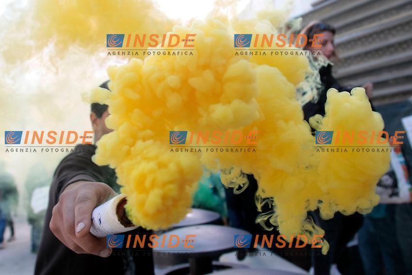 fumogeni<br /> Roma 30-10-2014 Universita' la Sapienza. Protesta degli studenti durante l'insediamento del nuovo rettore.<br /> Photo Samantha Zucchi Insidefoto