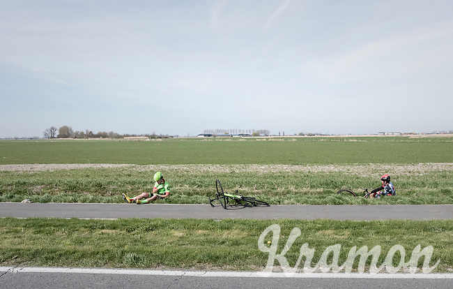 Filippo Ganna(ITA/UAE-Emirates) &amp; Wouter Wippert (NED/Cannondale-Drapac) crashed<br /> <br /> 79th Gent-Wevelgem 2017 (1.UWT)<br /> 1day race: Deinze &rsaquo; Wevelgem - BEL (249km)