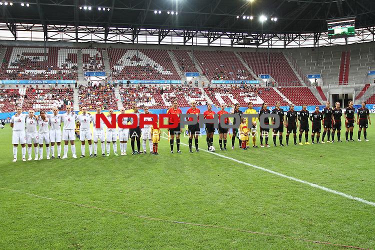 17.07.2010,  Augsburg, GER, FIFA U20 Womens Worldcup, England vs Mexico,  im Bild die mannschaften vor dem Spiel, Foto: nph /  Straubmeier