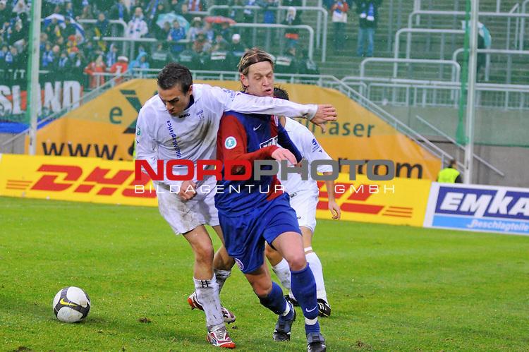 3. FBL 2008/2009 20. Spieltag Hinrunde<br /> <br /> Wuppertaler SV Borussia vs. Kickers Emden<br /> Thomas Klasen gegen Marcel Reichwein  ( Wuppertaler SV Borussia # 7 )<br /> <br /> <br /> Foto &copy; nph (  nordphoto  )<br /> <br /> <br />  *** Local Caption ***