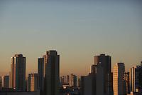 SÃO PAULO, SP, 27/05/2012, CLIMA TEMPO.<br /> <br />  O sol apareceu forte na manhã desse Domingo (27) na capital paulista.<br /> <br />  Luiz Guarnieri/ Brazil Photo Press