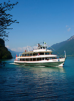 CHE, Schweiz, Kanton Bern, Berner Oberland, Giessbach am Brienzersee: Motorschiff Brienz verlaesst die Anlegestelle Giessbach See | CHE, Switzerland, Bern Canton, Bernese Oberland, Giessbach at Lake Brienz: MS Brienz