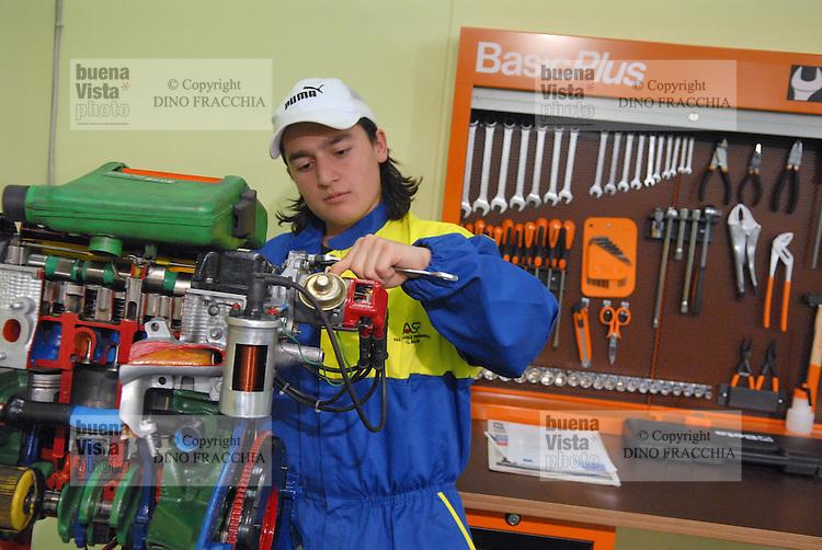 - Expo of Human Capital and Innovation at the Milan Fair,..professional school for mechanic....- Expo del Capitale Umano e dell'Innovazione alla Fiera di Milano, scuola professionale per meccanico