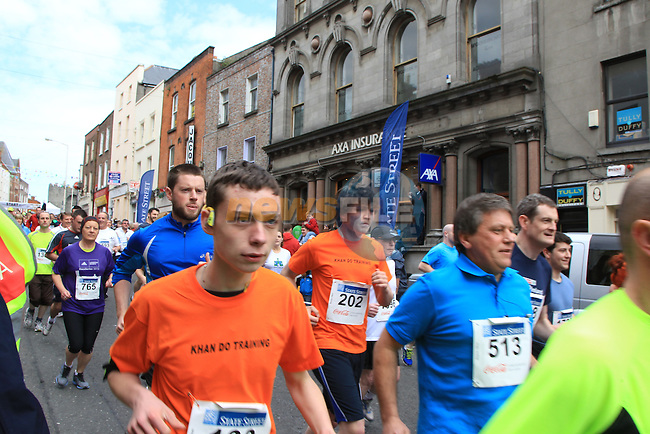 The start of the Boyne 10K run in Laurence Street, Drogheda. 6/5/12..Picture: Fran Caffrey/ www.newsfile.ie.