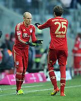 FUSSBALL   1. BUNDESLIGA  SAISON 2011/2012   21. Spieltag FC Bayern Muenchen - 1. FC Kaiserslautern       11.02.2012 Einwechslung von Arjen Robben (li.) fuer Thomas Mueller (FC Bayern Muenchen)