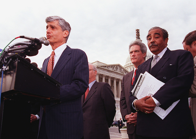 10/21/97.IRS RESTRUCTURING:Secy Rubin and Rep.Charles B. Rangel,D-N.Y., holds a press conference on the restructuring of the I.R.S..CONGRESSIONAL QUARTERLY PHOTO BY DOUGLAS GRAHAM