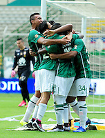 CALI -COLOMBIA-10-04-2016. Jugadores del Deportivo Cali celebran después de anotar un gol a Independiente Santa Fe durante partido por la fecha 12 de la Liga Águila I 2016 jugado en el estadio Palmaseca de Cali./ Players of Deportivo Cali celebrate after scoring a goal to Independiente Santa Fe during match for the date 12 of the Aguila League I 2016 played at Palmaseca stadium in Cali. Photo: VizzorImage/ NR / Cont