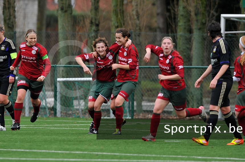 Dames Zulte - Waregem - RSC Anderlecht : Elodie Branquart scoort de 1-1 gelijkmaker en viert samen met Helene Delebarre.foto DAVID CATRY / VROUWENTEAM.BE