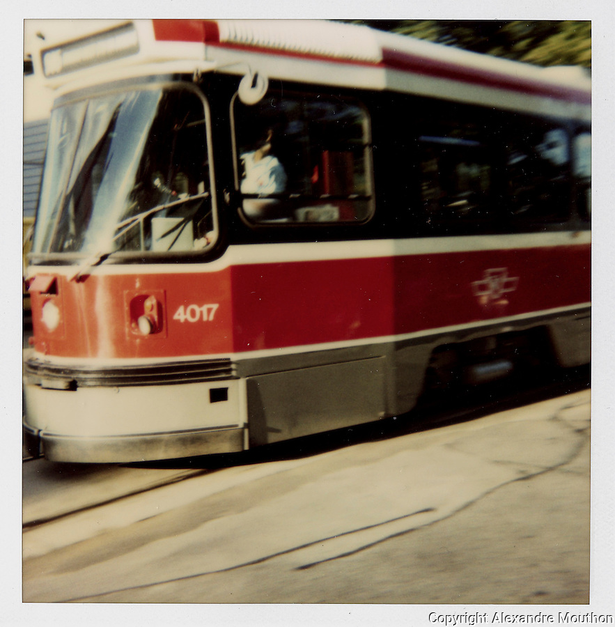 polaroid 600, Canada