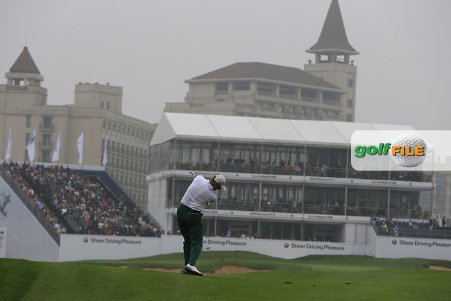 Ernie Els (RSA) plays his 2nd shot on the 18th hole during Saturay's Round 3 of the 2014 BMW Masters held at Lake Malaren, Shanghai, China. 1st November 2014.<br /> Picture: Eoin Clarke www.golffile.ie