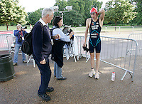 22 JUL 2007 - LONDON, UK - Stuart Hayes prepares watched by his parents Norman and Carol - Corus Elite Triathlon Series. (PHOTO (C) NIGEL FARROW)