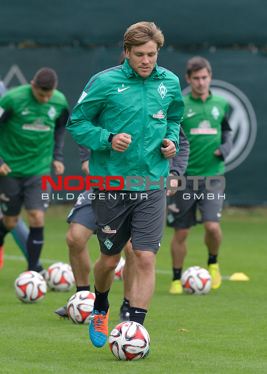 26.09.2014, Trainingsgelaende, Bremen, GER, 1.FBL, Training Werder Bremen, im Bild Clemens Fritz (Bremen #8)<br /> <br /> Foto &copy; nordphoto / Frisch