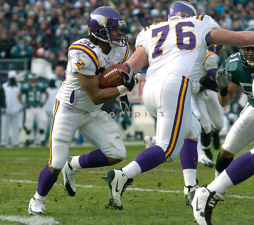 Mewelde Moore, of the Minnesota Vikings against the Philadelphia Eagles on 1/16/05..Eagles win 27-14..David Durochik / SportPics